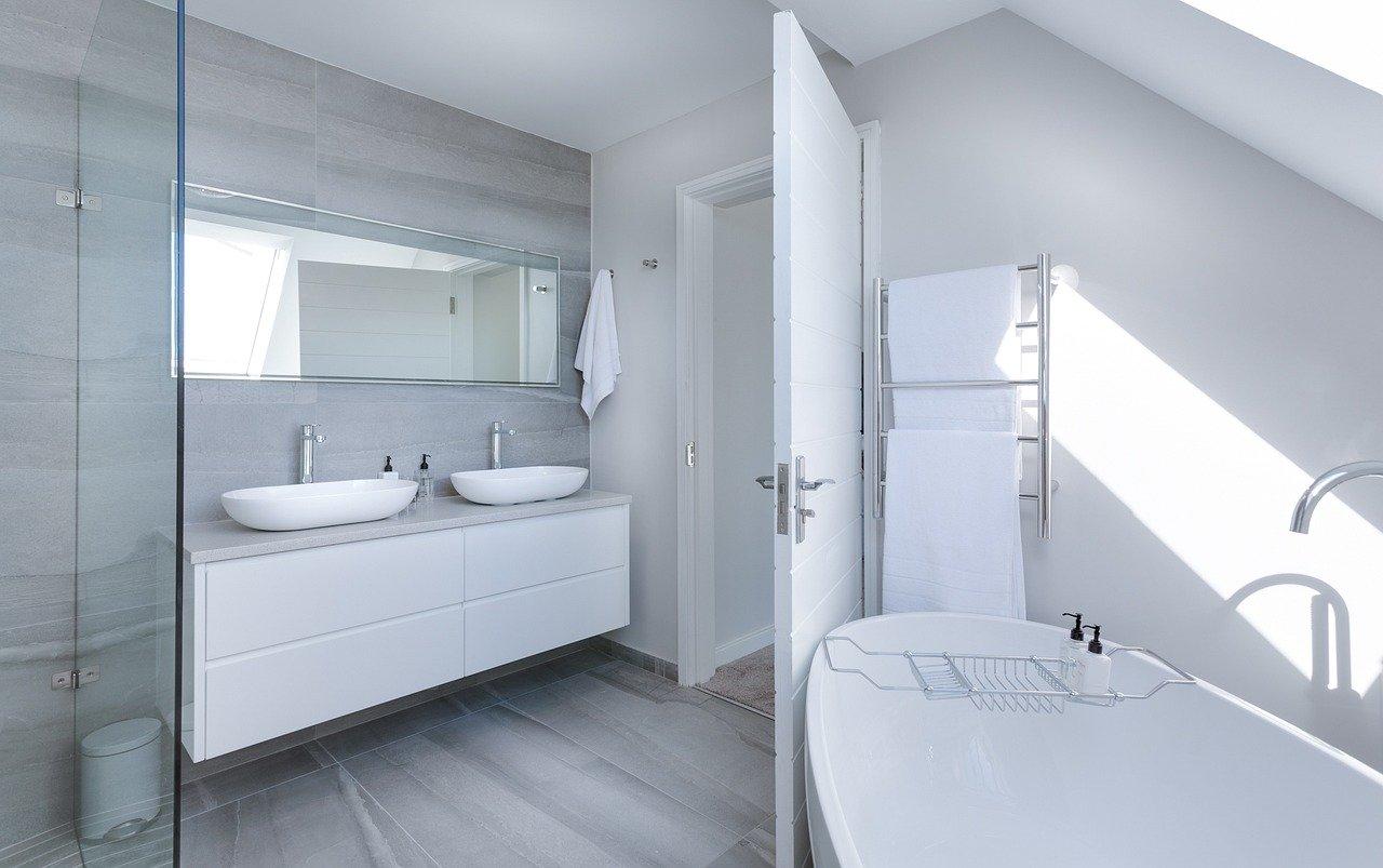 Tania łazienka w różnych stylach