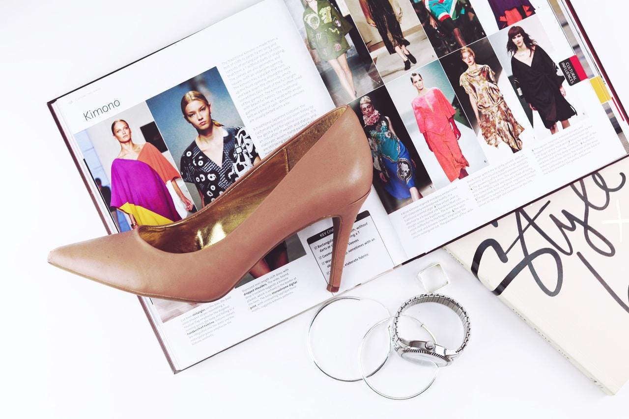 Moda damska na lato – co warto mieć w swojej szafie?