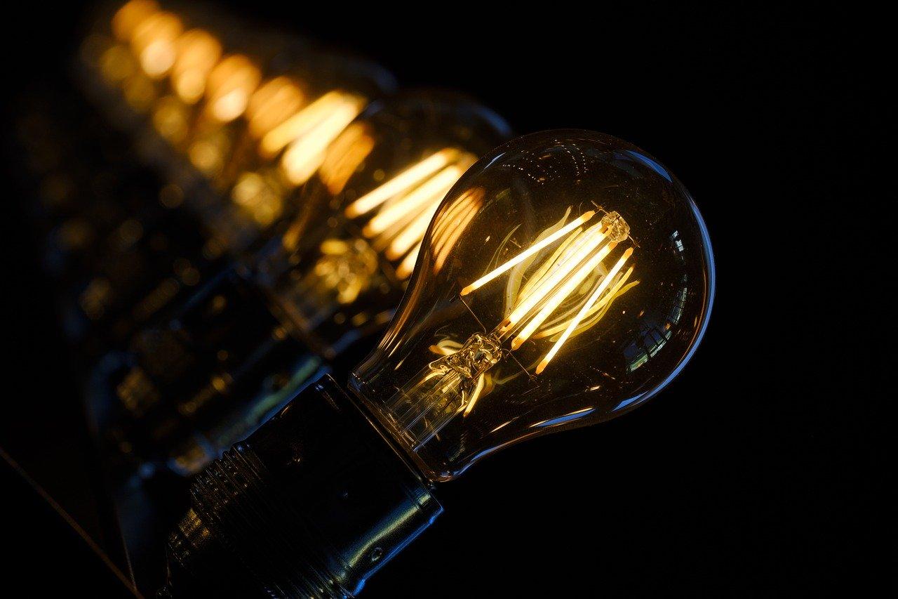 Wynajem agregatów prądotwórczych – dlaczego warto wynająć agregat?