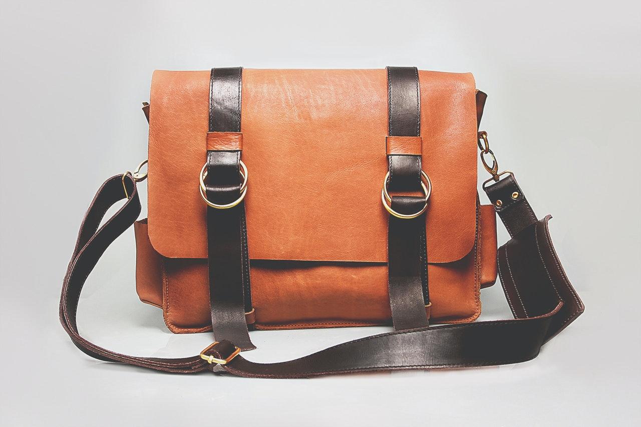 Czym wyróżniają się ponadczasowe torebki damskie?